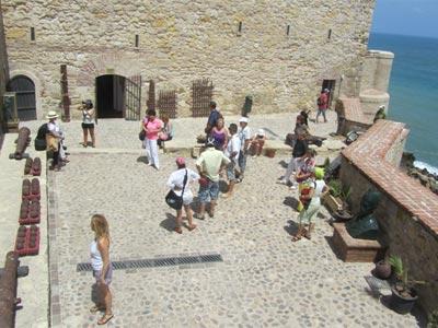Terraza de acceso al Museo Histórico Militar de Melilla.MDE.ES