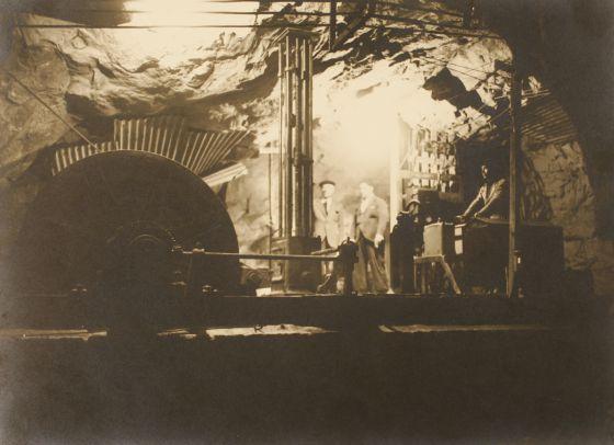Imagen histórica de trabajos subterráneos en la mina de Fontao.