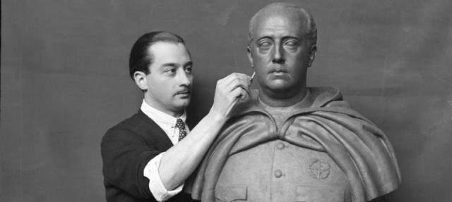 """El escultor Emilio Aladrén Perojo (1906-1944) trabajando sobre un retrato de Franco. (Instituto del Patrimonio Cultural de España) Leer más:  Ferran Gallego: """"El franquismo no era ignorante"""" - Noticias de Cultura  http://bit.ly/1oe2DMe"""