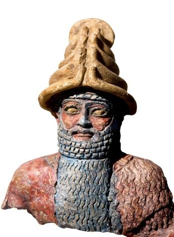 El dios Shamash  Shamash, el dios del sol, era también el dios de la justicia, por lo que era adorado por los reyes. Estatua de terracota. 1900 a.C.