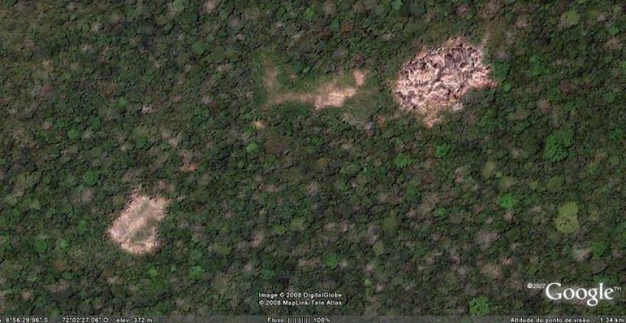 Imagen de una aldea vista desde el satélite en 2006, cerca de la frontera entre Perú y Brasil  Foto:Google Earth