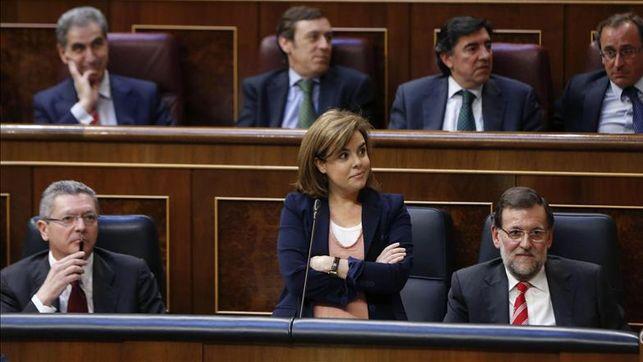 Soraya Sáenz de Santamaría se cruza de brazos en el Congreso hasta que Jesús Posada le devuelve la palabra / EFE
