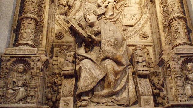 WIKIMEDIA Mausoleo a Alonso de Madrigal «El Tostado», en la catedral de Ávila