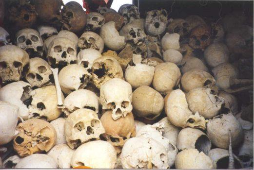 Una de las numerosas fotos que ilustran los campos de la muerte del Pol Pot y sus Khmer Rojos en Camboya