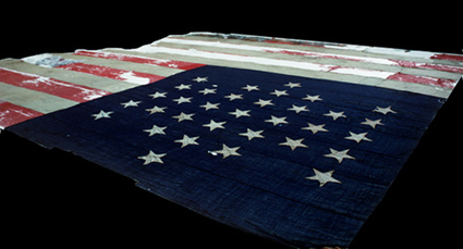 La bandera que ondeaba durante el bombardeo.