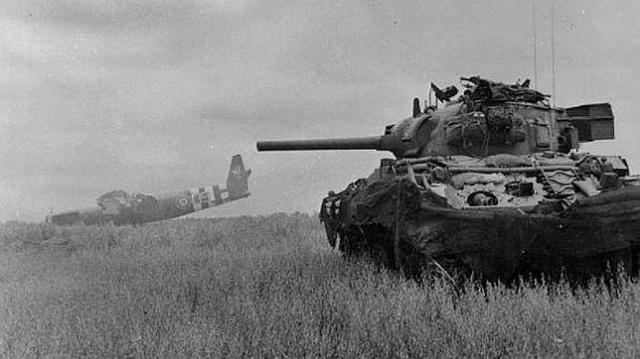 imperial war museum . Después del desembarco de Normandía, 500 blindados alemanes tenían que enfrentarse a 11.000 estadounidenses
