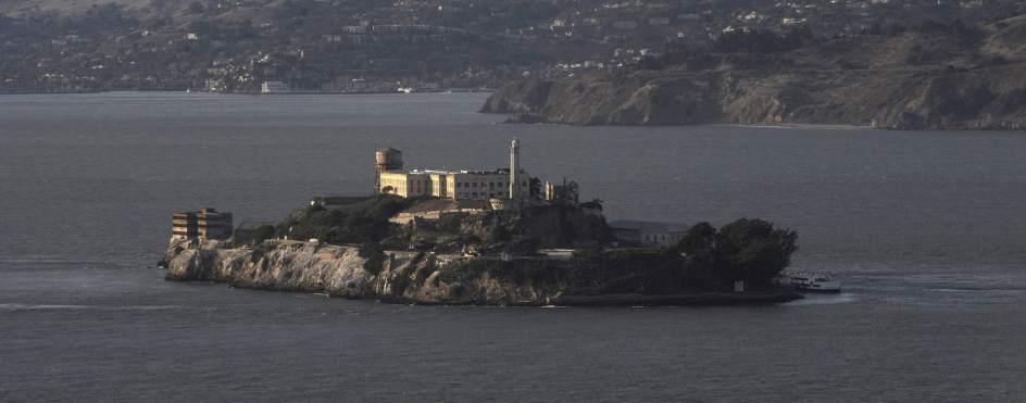 Alcatraz Imagen de la antigua prisión de Alcatraz, situada en la bahía de San Francisco (EE UU). (Matt Campbell / EFE) Ver más en: http://www.20minutos.es/noticia/1508840/0/alcatraz/misterio/fbi/#xtor=AD-15&xts=467263