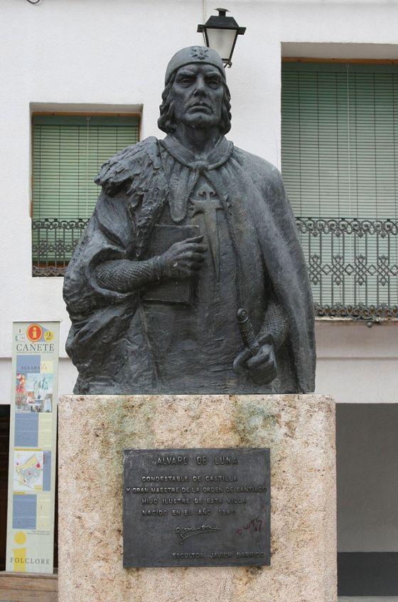 Estatua de Álvaro de Luna en Cañete