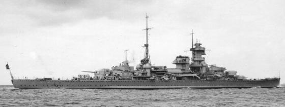 Vista lateral del Admiral Hipper, uno de los cruceros pesados contratados en 1934.