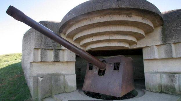 La defensa alemana en Normandía incluía búnkeres y puntos reforzados.