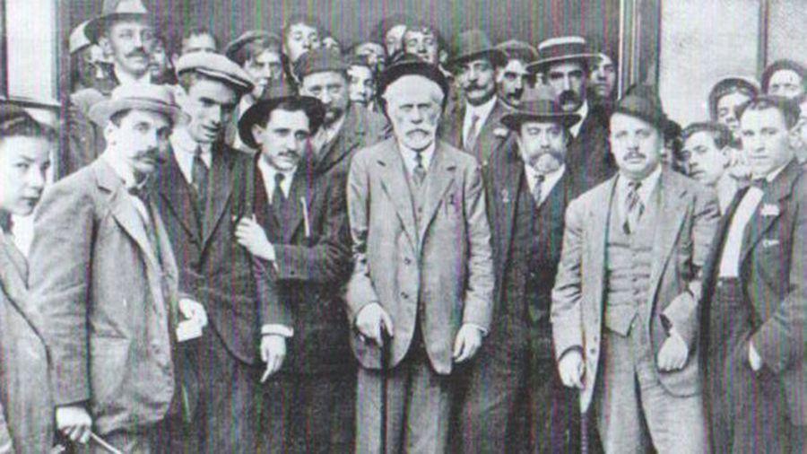 Pablo Iglesias, fundador del Partido Socialista Obrero Español, junto a Indalecio Prieto. Javier Larreina