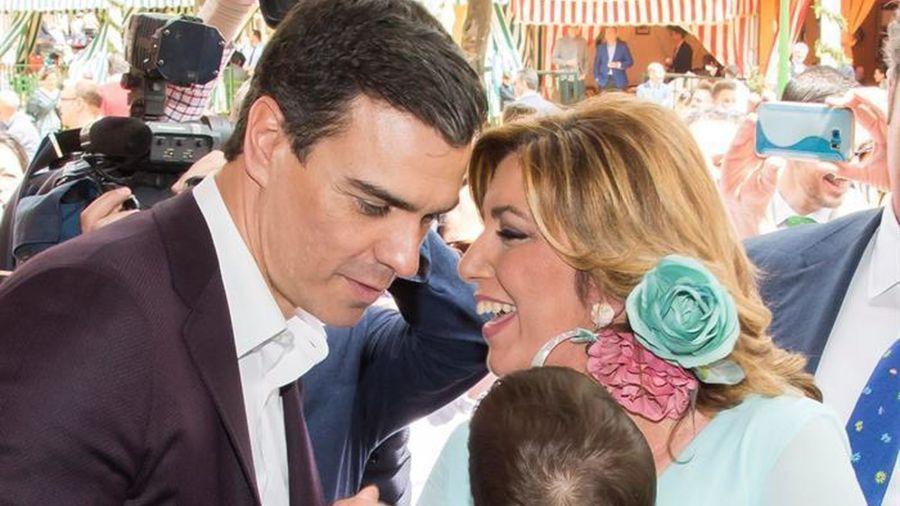 El líder del PSOE, Pedro Sánchez, conversa con Susana Díaz.Raúl Caro / EFE
