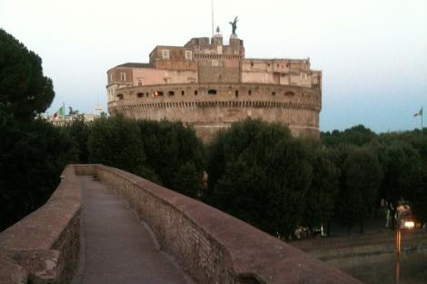El pasadizo y, al fondo, el Castel Sant'Angelo. | Irene Hdez. Velasco