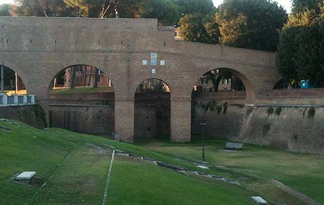El 'passetto', discurre por encima de la muralla leonina que rodea al Vaticano. | I.H.V